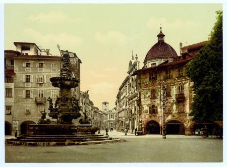 8799 Trento. Piazza Grande. Fontana di Nettuno. Trient. Domplatz. Neptunbrunnen