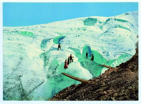 18239 Chamonix. La grotte de glace au Glacier des Bossons
