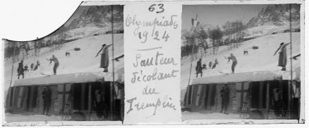 63 Olympiades 1924. Sauteur décollant du tremplin