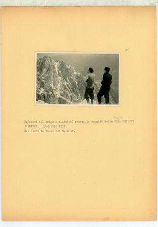 E. Comici presso la sommità della Cima [corretto in Punta] dei Tre Scarperi. Guardando la Rocca dei Baranci