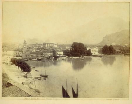 Lago di Garda. Riva dalla Strada Ponale