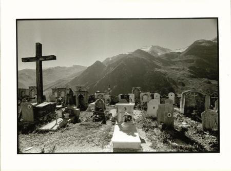 Santuario di Castelmagno (m 1661), alta Valle Grana, cimitero del Santuario, agosto 1978