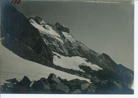 Morena sinistra del ghiacciaio superiore ovest della Gastaldi, dal punto di displuvio; fianco occidentale della cresta delle Due Dita; Monviso
