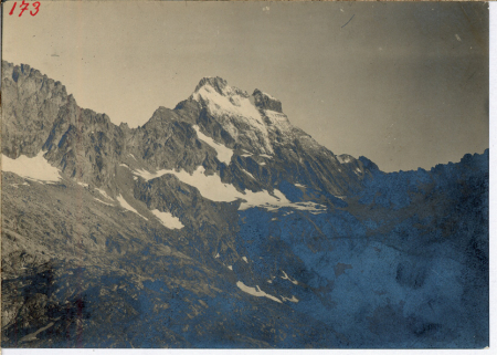 [Monviso; Punta Gastaldi e ghiacciaio omonimo superiore, nevati inferiori]