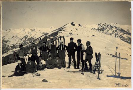 [Ritratto di un gruppo di sciatori]