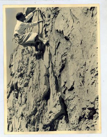 Emilio Comici in arrampicata per pressione