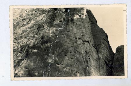 Primi 220 m strapiombanti della parete N di Cima Grande Lavaredo]