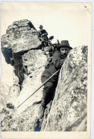 [Alpinisti sulla Punta di Boucier]