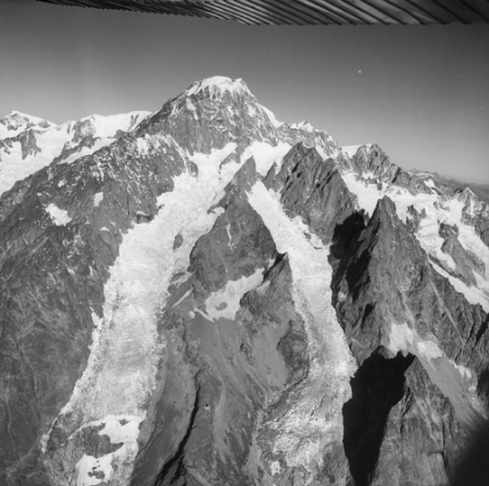 [Alpi, Monte Bianco e Aiguille Noire de Peutérey]