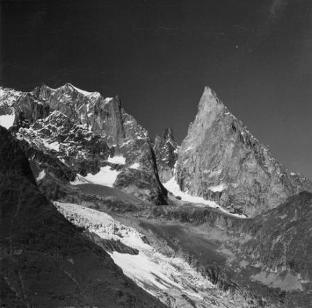 [Alpi, Aiguille Noire de Peutérey dal lago del Miage]