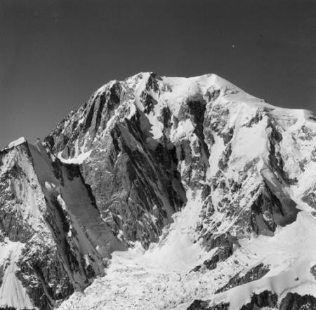 [Alpi, Monte Bianco e a sinistra l'Aiguille Blanche de Peutérey]