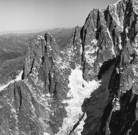 [Alpi, Gruppo del Monte Bianco, Aiguilles du Dru, Cresta sans Nome e Aiguille Verte]
