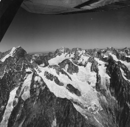 [Alpi, Veduta aerea dalle Grandes Jorasses all'Aiguille Verte]