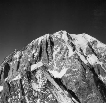 [Alpi, Monte Bianco e Aiguille Blanche de Peutérey in primo piano]