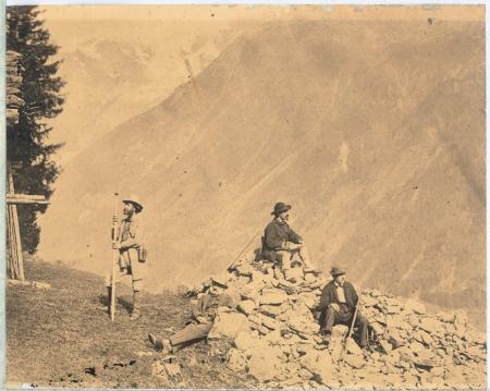 [Gruppo di escursionisti sulle Alpi]