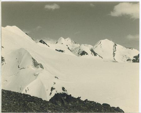 Salendo il Piccolo Cervino (cresta Ovest) [sic] Liskamm e il Castore