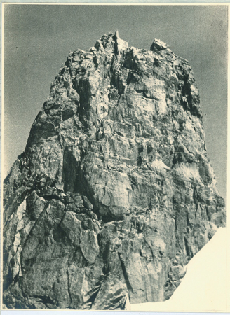[Riprese varie del Dente del Gigante e del Monte Bianco]