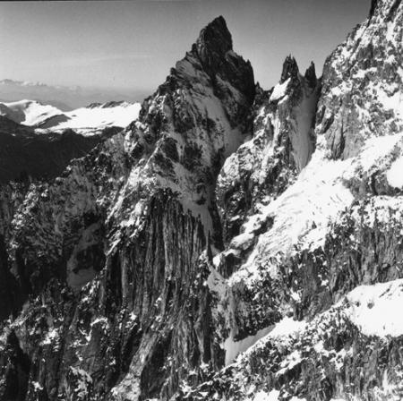 [Alpi, Gruppo del Monte Bianco, Aiguille Noire de Peutérey e Dames Anglaises]