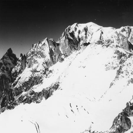 [Alpi, Gruppo del Monte Bianco, Aiguille Noire e Blanche de Peutérey e Monte Bianco]
