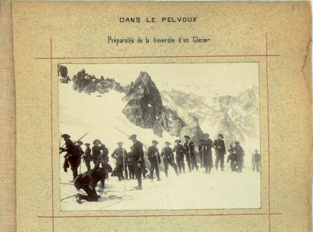 Dans Le Pelvoux - Préparatifs de la traversée d'un Glacier