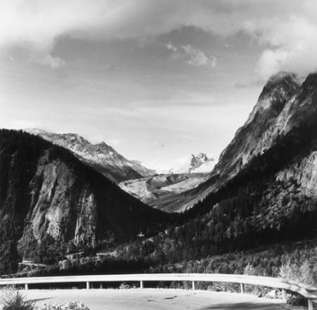 [Alpi, Val Veny: Monte Bianco, sullo sfondo Pyramides Calcaires]