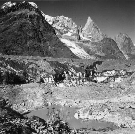 [Alpi, Gruppo del Monte Bianco, Aiguille Noire de Peutérey dal lago del Miage]