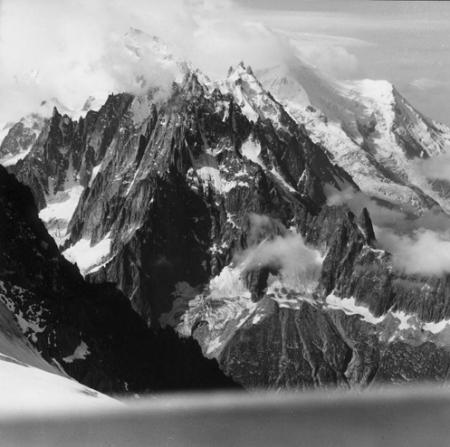 [Alpi, Aiguilles de Chamonix e alle spalle il Dôme du Goûter]