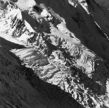 [Alpi, Gruppo del Monte Bianco, Ghiacciaio dei Bossons e Grands Mulets]