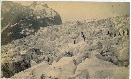 558. Passage des Seracs au Col du Géant