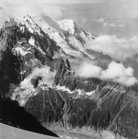 [Alpi, Aiguilles de Chamonix, Aiguille du Midi e alle spalle il Dôme du Goûter]