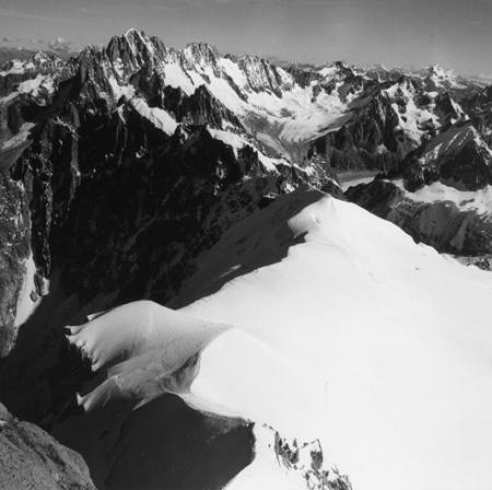 [Alpi, Gruppo del Monte Bianco, Aiguille Verte e il circolo di Talèfre dal Monte Bianco]