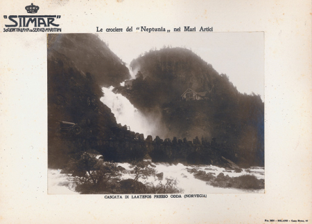 """Le crociere del """"Neptunia"""" nei Mari Artici. Cascata di Laatefos presso Odda (Norvegia)"""