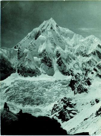 Siniolchu, Veduta da quota 5000 m, al di sopra del ghiacciaio Zemu