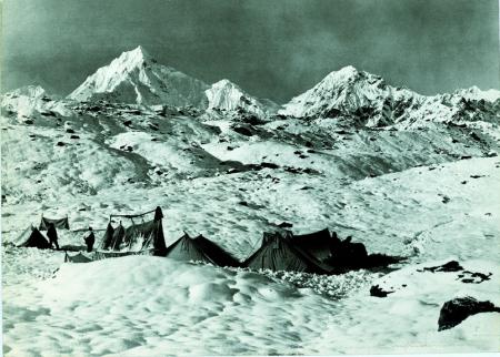 Montagne della valle Lungma, scendendo dal Theu La