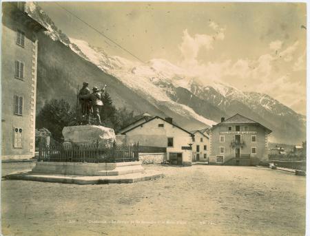 235 Chamonix - Le groupe de De Saussure et le Mont Blanc