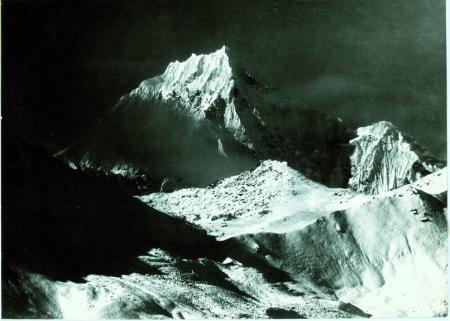 Siniolchu, veduta dal pendio settentrionale della valle [Tumrachen], sotto il Theu La