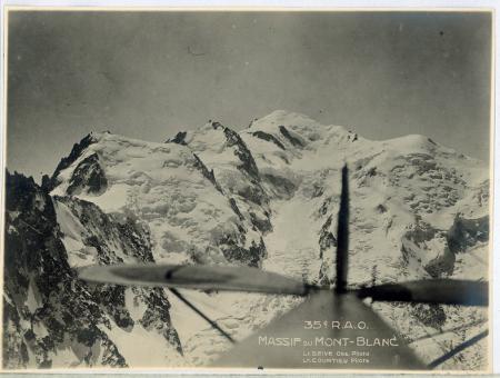 [Riprese varie: foto aeree del Monte Bianco]