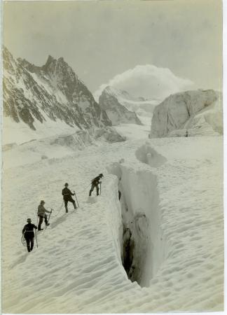 Une crevasse du Glacier Blanc dans le Dauphiné