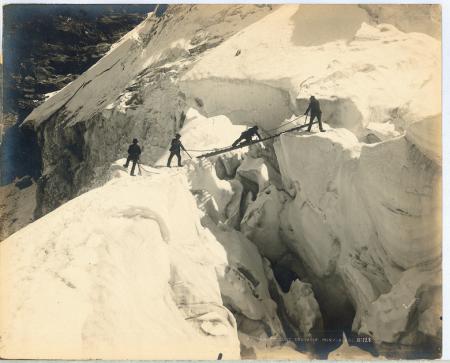 N°128 Traversée d'une crevasse Mont-Blanc