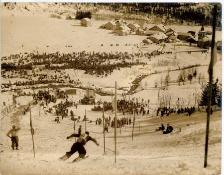 [Gara di slalom durante i Campionati Mondiali di Sci Alpino a Chamonix]
