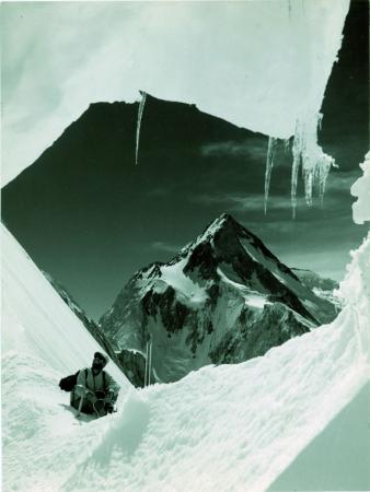 Gasherbrum I ( Hidden Peak) (8068) da un crepaccio sotto il colle q. 6748