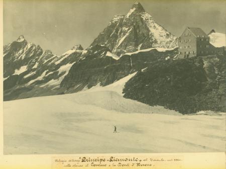 """Rifugio Albergo """"Principe di Piemonte"""" al Teodulo - mt 3324 - nello sfondo il Cervino e la Dent d'Herens"""