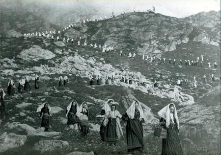 [Processione da Fontainemore a Oropa. Discesa dell'Alpe Camino. Alpi occidentali]