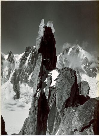 [Riprese varie delle Alpi del Monte Bianco e una civetta]