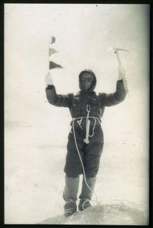 [Walter Bonatti ha appena raggiunto la cima del Gasherbrum IV, 6 agosto 1958]