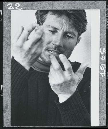 [Walter Bonatti di ritorno dalla solitaria invernale sulla parete Nord del Cervino, 23 febbraio 1965]