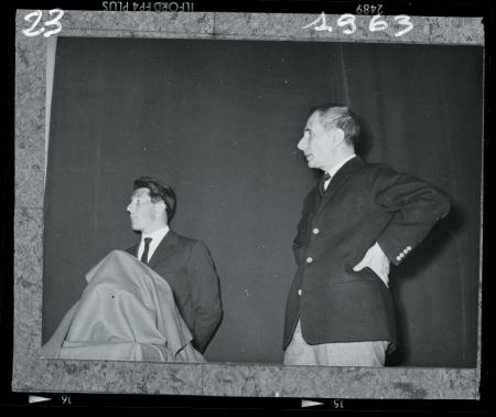 [Lo scrittore Dino Buzzati presenta una conferenza di Walter Bonatti ad Arzignano (VI), 1963]
