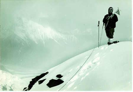 [Derthoun Peak cima, 6100 m, in primo piano M. A. Diemberger Sironi]