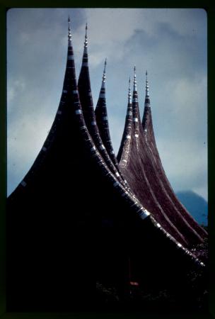 [Isola di Sumatra: costruzioni caratteristiche, ottobre-novembre 1968]