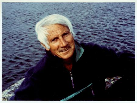 [Walter Bonatti nel 1989, al termine di un lungo viaggio esplorativo, durato tre mesi, nelle zone meno note della Patagonia]